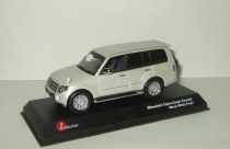 Мицубиси Mitsubishi Pajero 4 4x4 Long Super Exceed белый перламутр 1:43 J-Collection JCP81001WH
